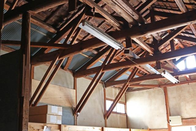 屋根裏にアスベスト