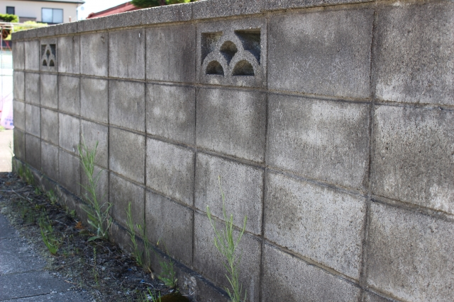 解体工事とブロック塀